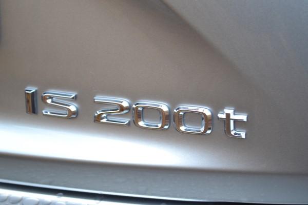 Число 200 характеризует объем двигателя.