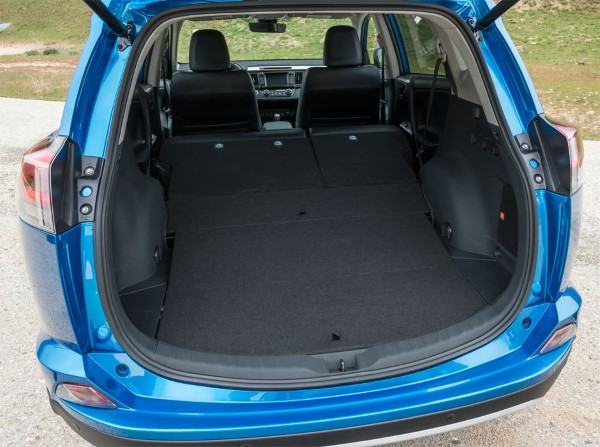 Объем багажника 577 литров