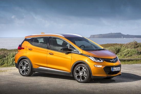 Официально Opel Ampera-e считается пятиместным, но места в нем только на четвертых.