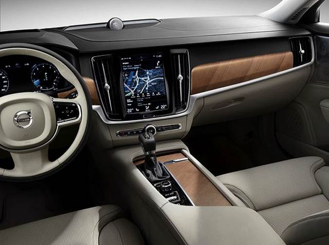 Интерьер кокпита нового S90 Вольво