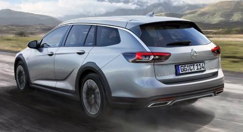 Снизу Opel Insignia Country Tourer защищен пластиком.