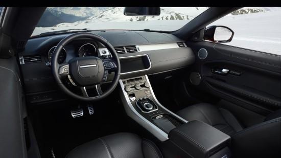 Салон как и терхдверного Range Rover Evoque.