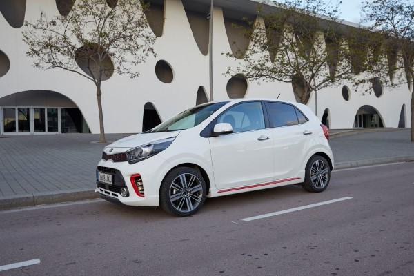Новый Киа Пиканто имеет на выбор покупателя два мотора.