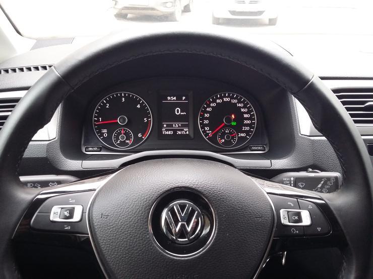 Фото автофургона Volkswagen Caddy Maxi - вид на приборную панель.