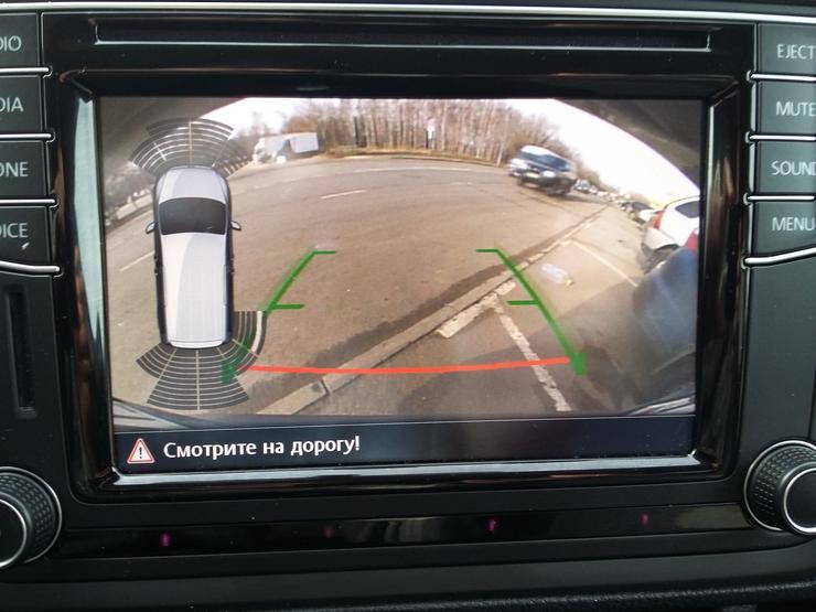 Парковочный ассистент автофургона Volkswagen Caddy Maxi.
