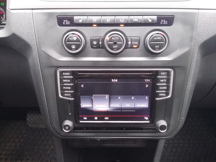 Фото экрана автофургона Volkswagen Caddy Maxi.