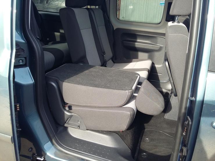 Фото автофургона Volkswagen Caddy Maxi - вид на сиденья.