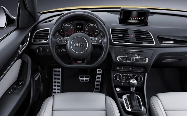 Фото обновленного Audi Q3 - место водителя.