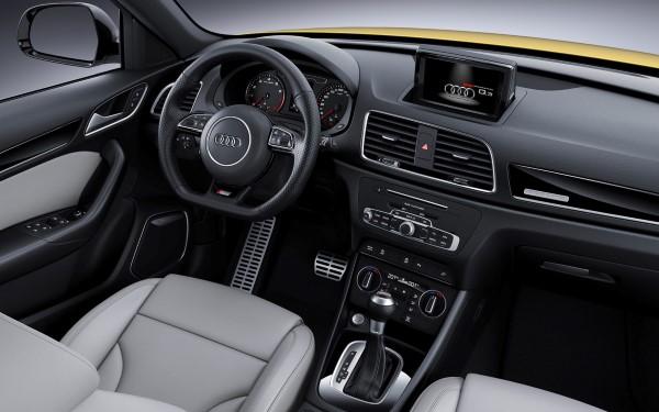 Фото мультимедийной системы обновленного Audi Q3.