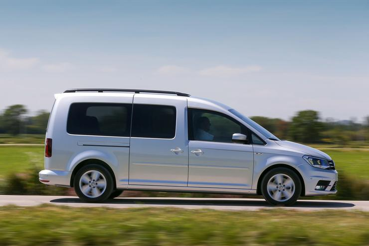 Фото автофургона Volkswagen Caddy Maxi - вид слвева.
