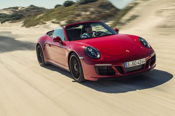 Фото Porsche 911 GTS - вид спереди.