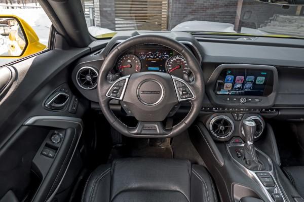 Фото рулевого колеса Chevrolet Camaro.