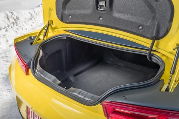 Проем багажника Chevrolet Camaro 2018 очень узкий.