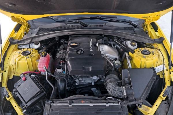 Под капотом нового Camaro.