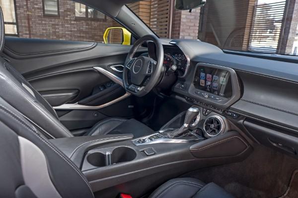 Фото салона Chevrolet Camaro.
