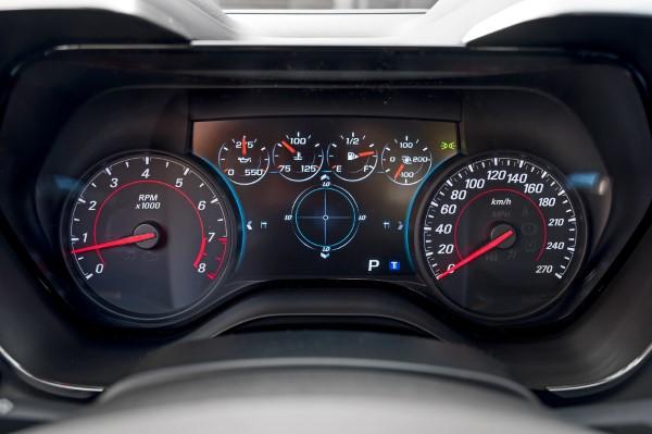 Фото приборной панели Chevrolet Camaro 2018.