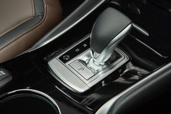 Фото коробки передач Infiniti QX30.