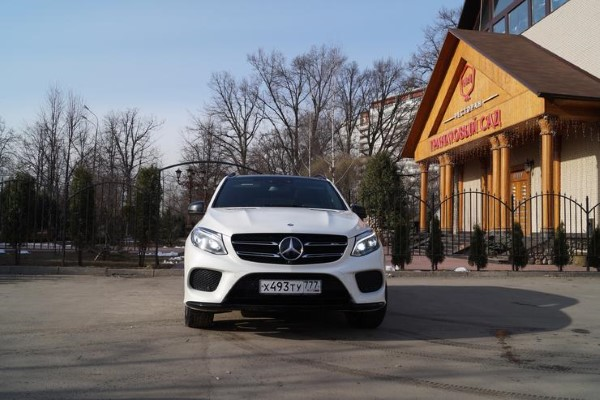 Фото передних фар Mercedes-AMG GLE 43 4matic.