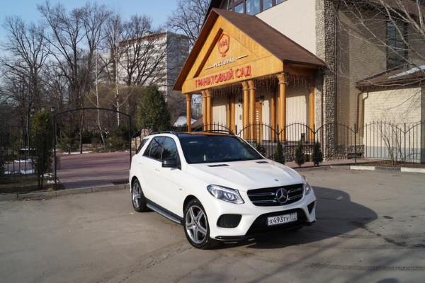 Премиальный кроссовер Mercedes-AMG GLE 43 4matic.