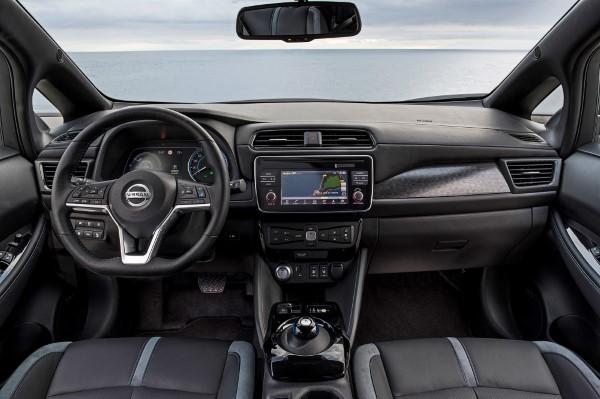 Фото салона Nissan Leaf.