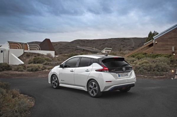 Фото Nissan Leaf - вид сзади.