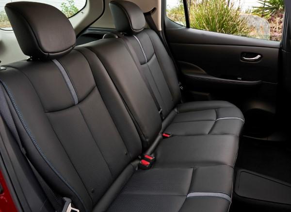Второй ряд сидений Nissan Leaf .