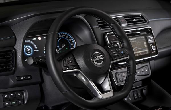Рулевое колесо Nissan Leaf.