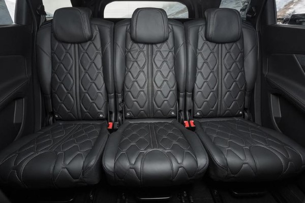 Фото Peugeot 5008 - вид на второй ряд сидений.