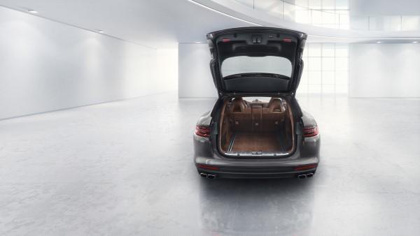 Фото багажника Porsche Panamera Turbo Sport Turismo.