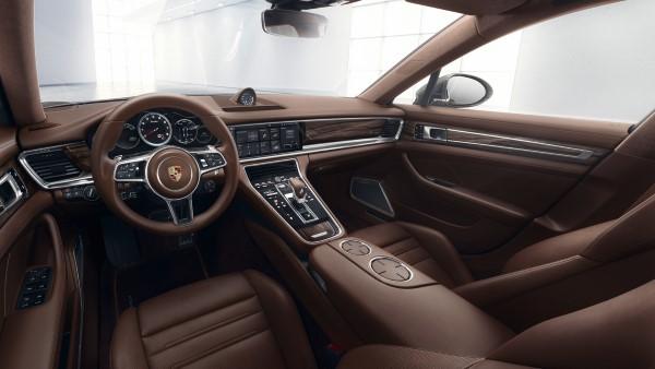 Фото салона Porsche Panamera Turbo Sport Turismo.