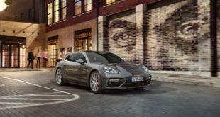 Фото суперкара Porsche Panamera Turbo Sport Turismo.