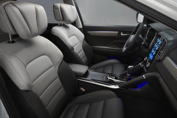 Фото салона Renault Koleos - вид на сиденья.