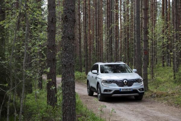 Фото Renault Koleos - на лесной дороге.