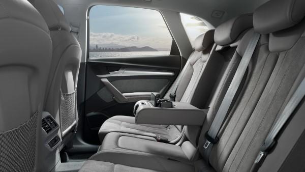 Задний ряд сидений Audi Q5.