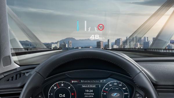 Скорость и другие параметры Audi Q5 можно вывести на проекционный дисплей.