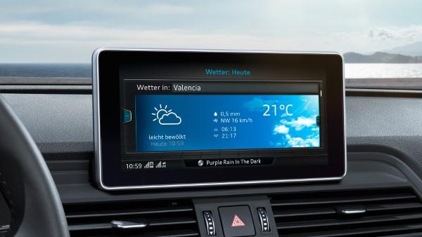 Экран мультимедийной системы Audi Q5.