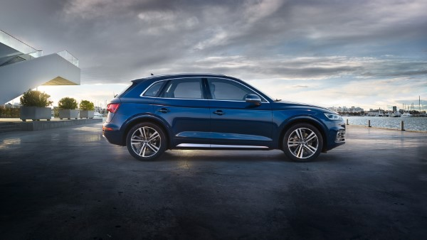 Фото Audi Q5 - вид справа.