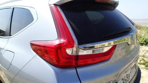 Фото задних фонарей Honda CR-V.