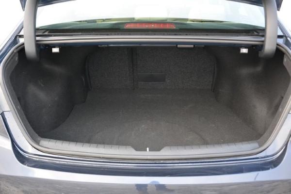 Фото багажника новой Hyundai Sonata - вид сбоку.