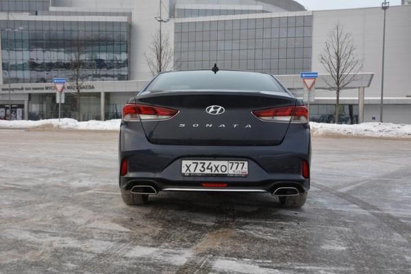 Фото Hyundai Sonata - вид сзади.