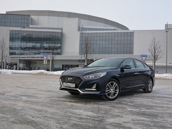 Внешне новая Hyundai Sonata выглядит современно и солидно.