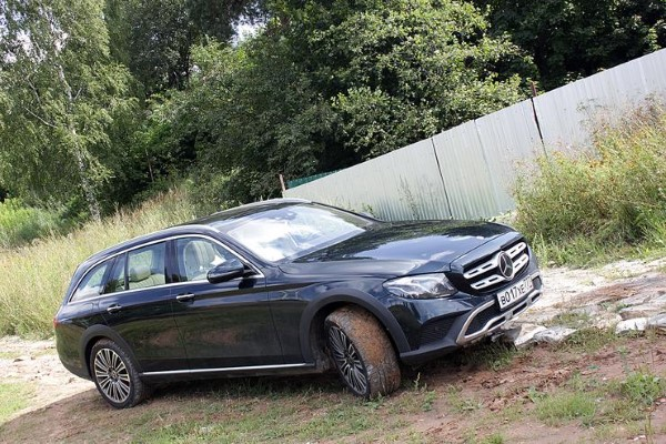 Фото Mercedes-Benz E-Class All-Terrain - вид сбоку.