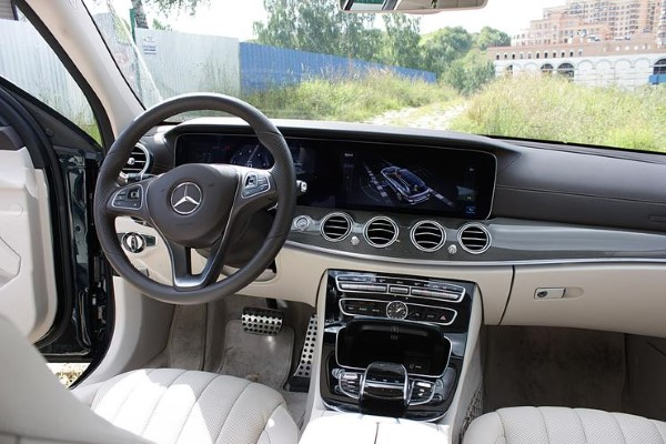 Фото водительского места Mercedes-Benz E-Class All-Terrain.