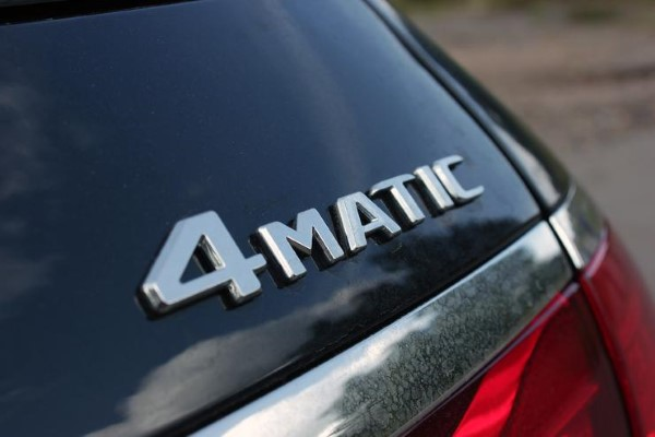 Фото шильдика с обозначением типа трансмиссии Mercedes-Benz E-Class All-Terrain.
