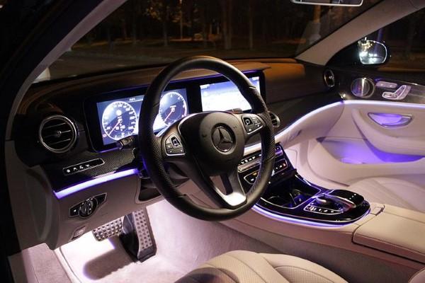 Цвет подсветки салона Mercedes-Benz E-Class All-Terrain можно настаивать на свой вкус.