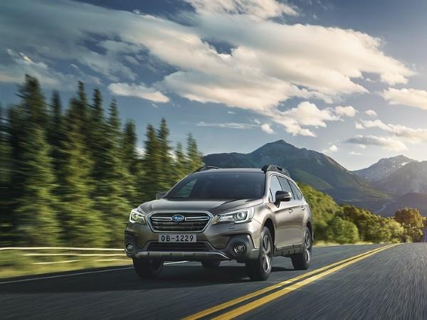 Фото Subaru Outback 2018 - вид спереди.