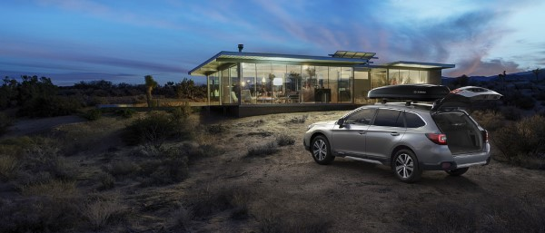 Фото Subaru Outback 2018 - вид сзади.