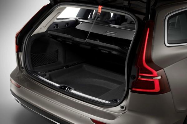Фото Volvo XC60 - вид на багажник.