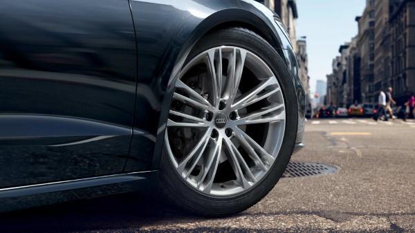 На фото четырехместное купе Audi A7 Sportback – колесные диски особого дизайна.