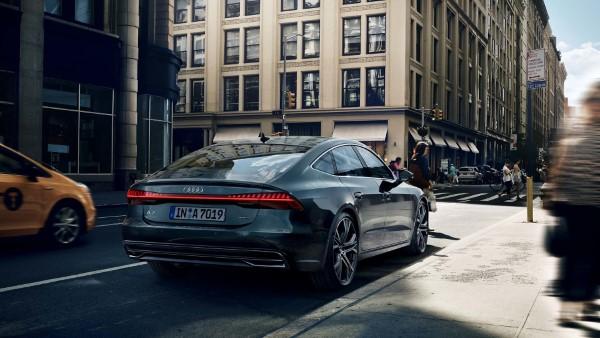 На фото четырехместное купе Audi A7 Sportback – вид сзади.